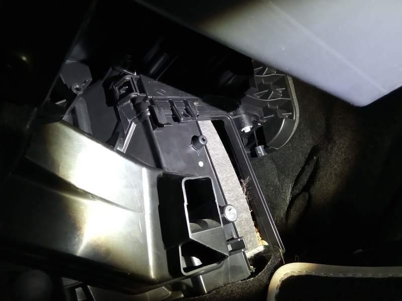 Changement du filtre à air de l'habitacle d'une Dacia Sandero Stepway